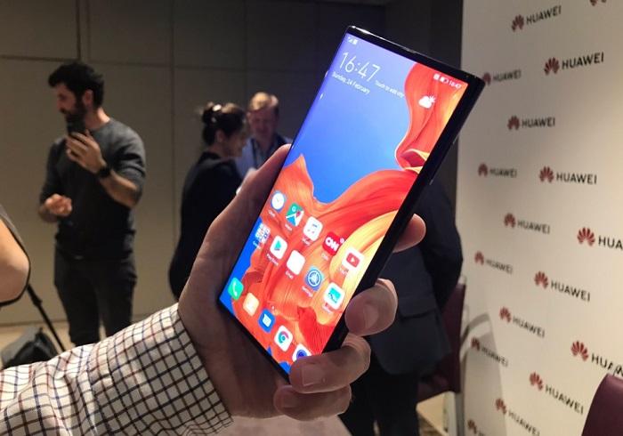 Huawei two screen phone